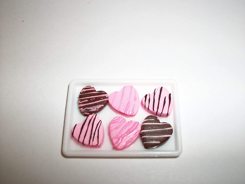 A121 Doll Miniature Food Dollhouse Valentine Cookies Fake Dessert