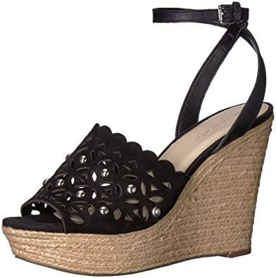 1a2162decb24 Amazon.com  Marc Fisher Women s Hata Sandal  Guess  Shoes