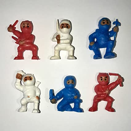 Amazon.com: 40 Rojo Blanco Azul ninjas Mini cifras de Karate ...