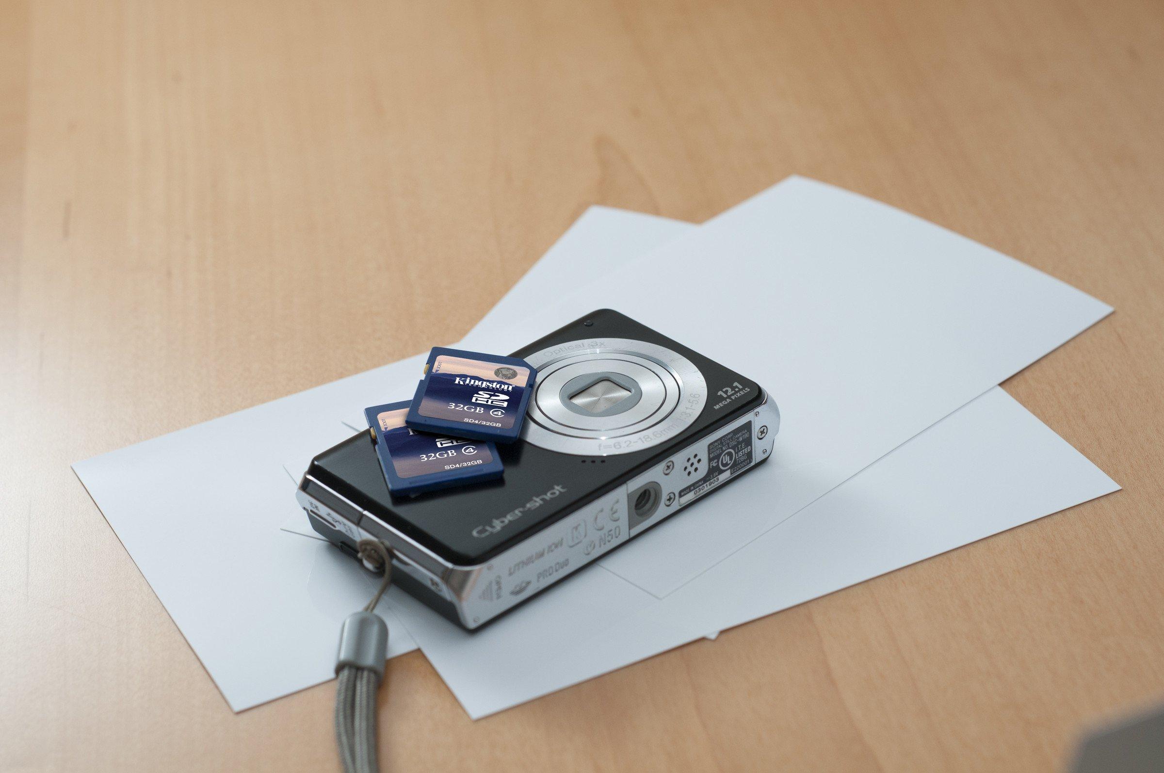 Kingston 4 GB Class 4 SDHC Flash Memory Card 2-Pack SD4/4GB-2P
