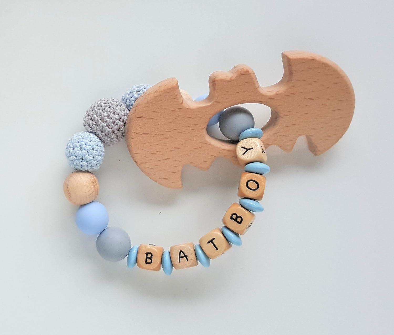 Bei/ßring oder Greifring mit Namen Batboy in Hellblau und Grau