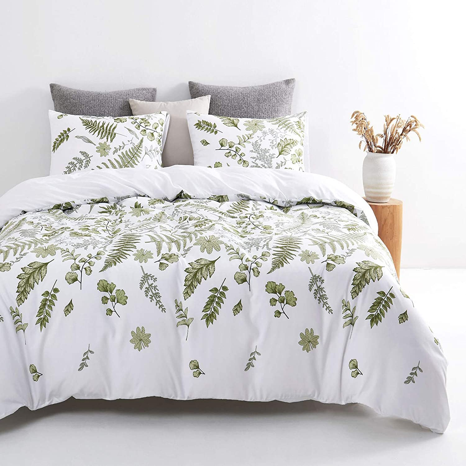 Wake In Cloud - Leaves Comforter Set, Green Plant Botanical Tree Leaf Pattern Printed on White, Soft Microfiber Bedding