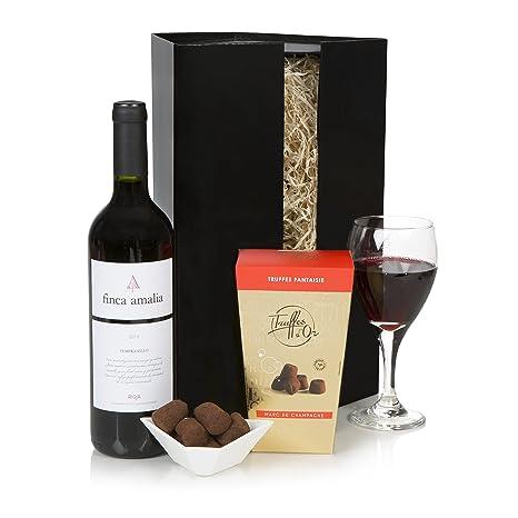 Set de vino tinto y chocolates presentado en una caja de ...