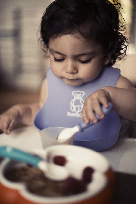 白菜实用!2个BABYBJORN Soft Bib 婴幼儿防漏食物围嘴2只(粉色和绿色)