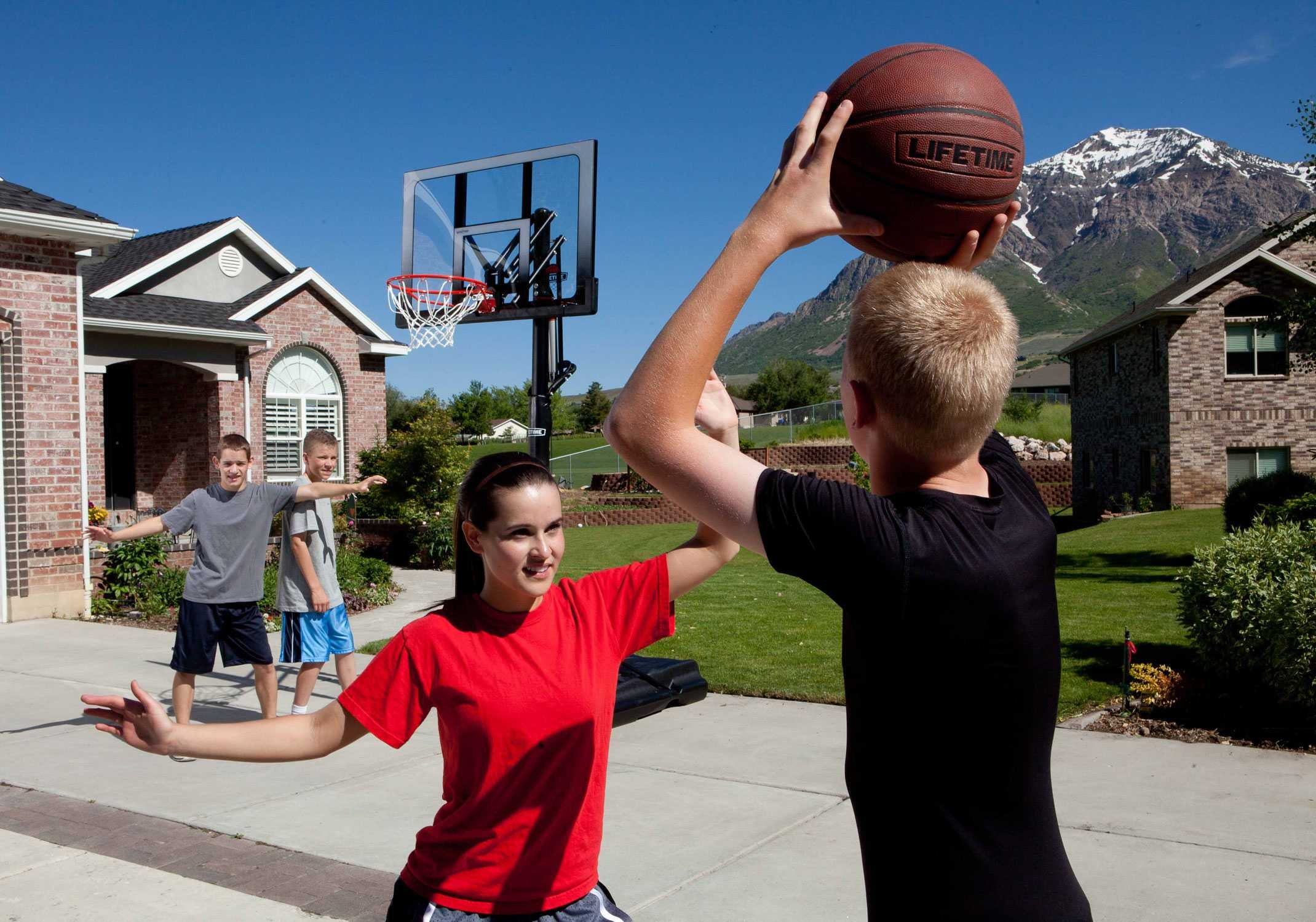 Lifetime 71286 XL Portable Basketball System, 52 Inch Shatterproof Backboard by Lifetime