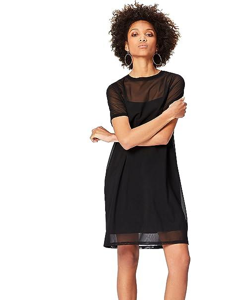 Vestido corto negro estilo minimalista inspirado en los 90.