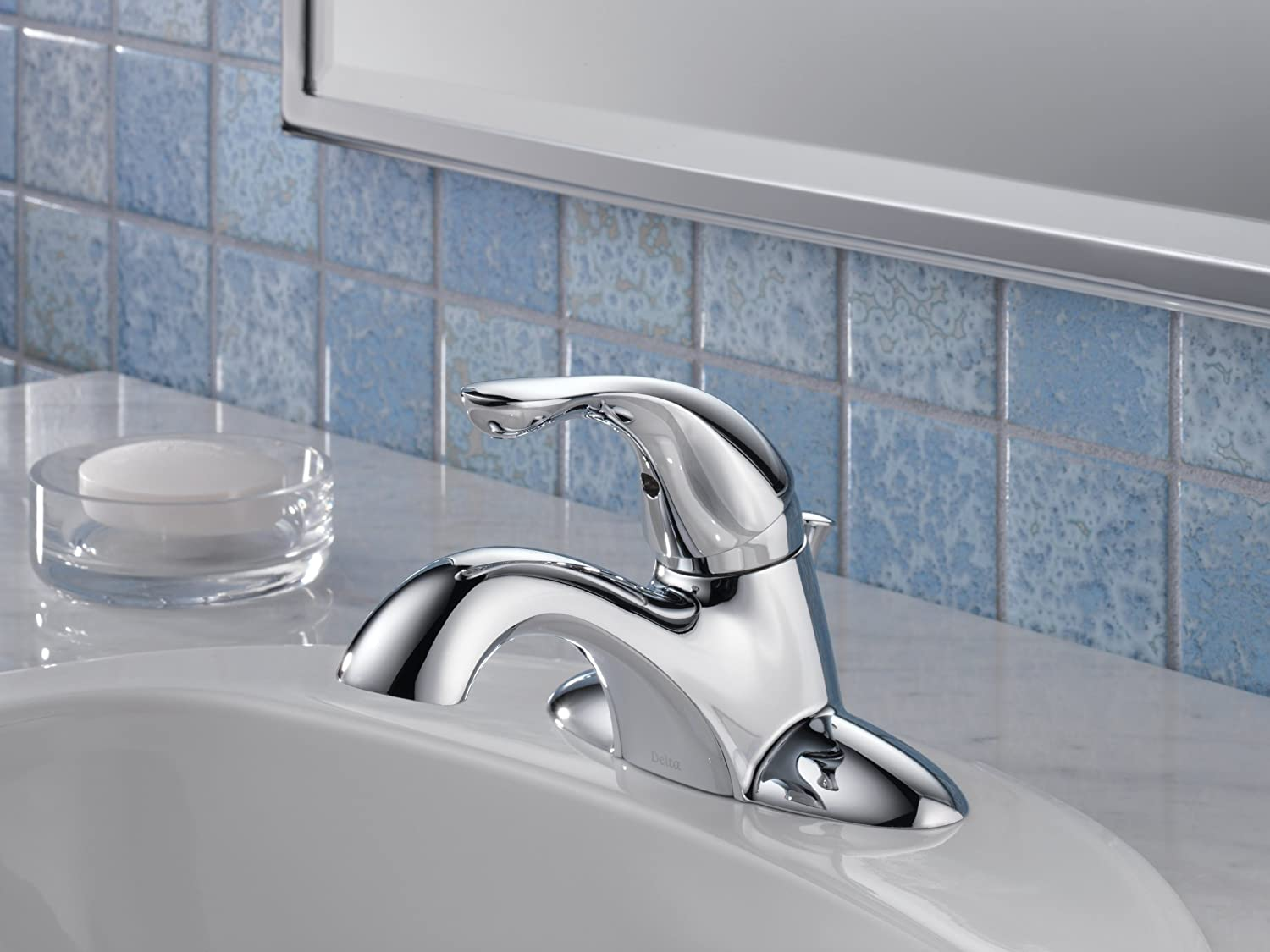 Delta 520-SS-DST Classic Single Handle Centerset Bathroom Faucet ...
