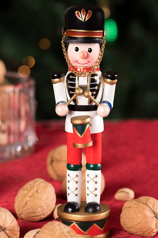 traditionelle Weihnachtsdeko mit Trommel und Schl/ägeln perfekt f/ür Jede Sammlung wei/ß-blau-rote Uniform f/ür Regale und Tische 17,8 cm Clever Creations Nussknacker-Trommler 100/% Holz