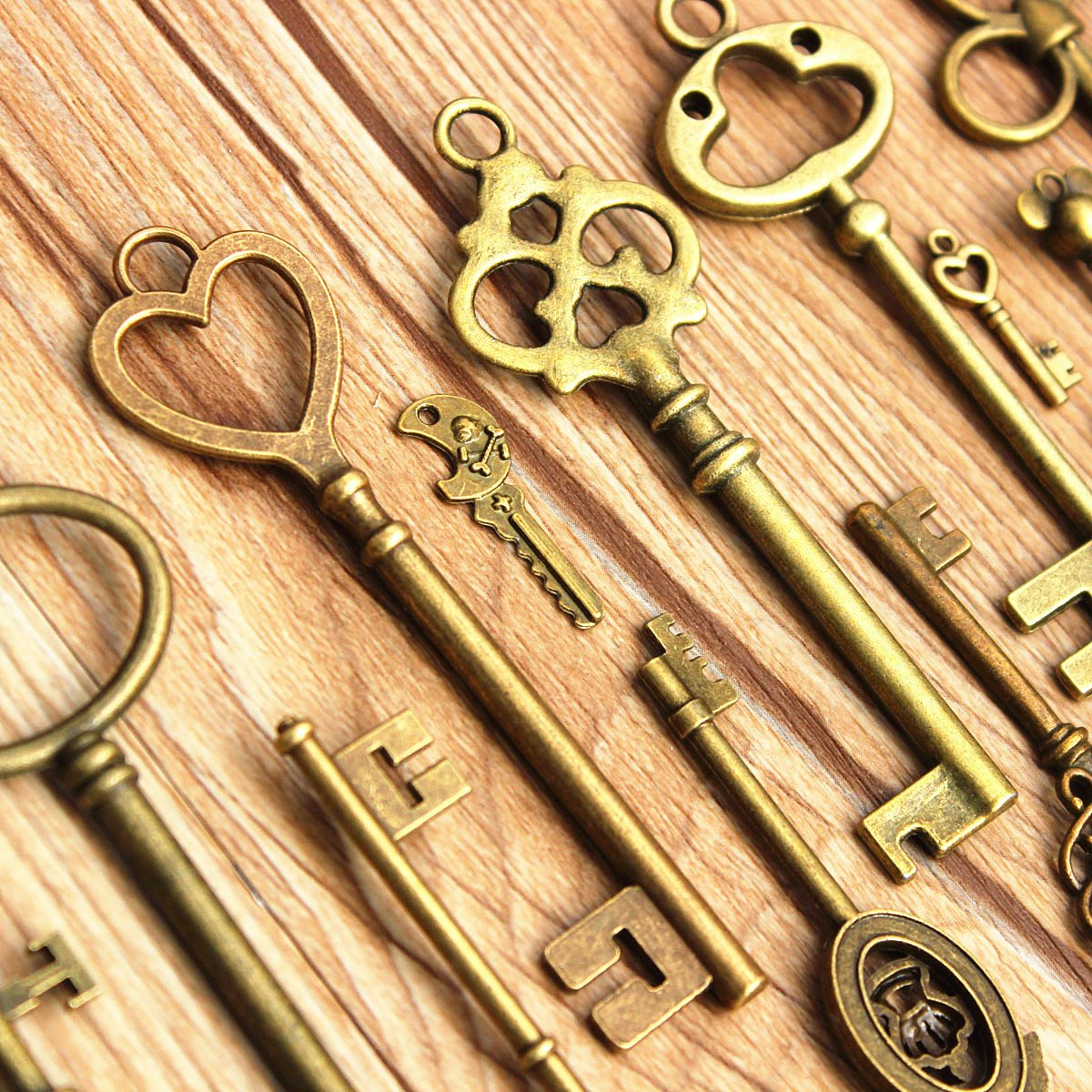 KINGSO Antique Vintage Bronze Skeleton Key Charms Set DIY Necklace Pendant Jewelry Making Supplies (70pcs)