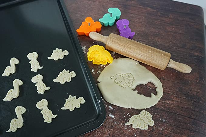 Set of 4 cookie stamper Multicolored R /& M International 0459 Dinosaur one size