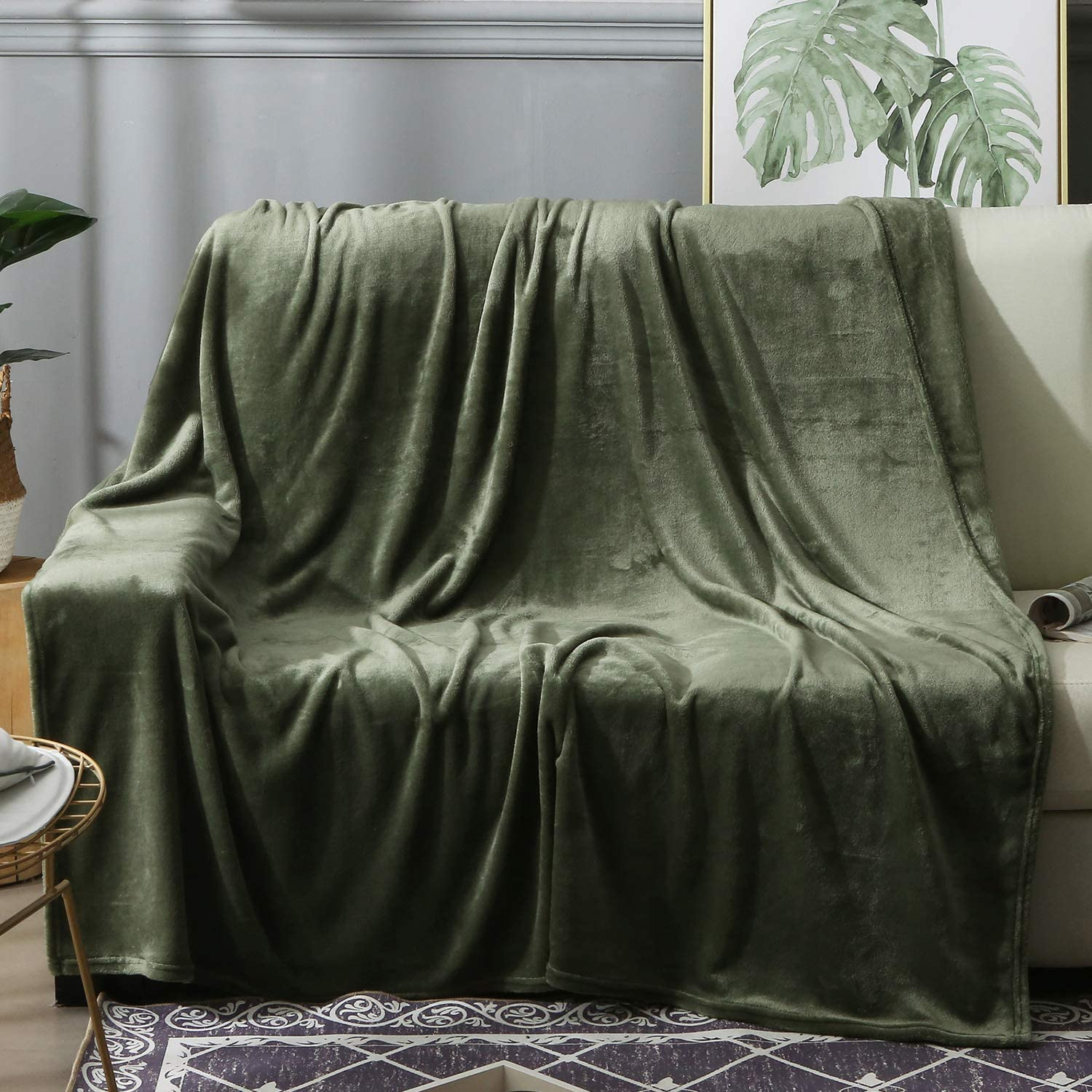 """BEAUTEX Fleece Throw Blanket for Couch Sofa or Bed Throw Size, Soft Fuzzy Plush Blanket, Luxury Flannel Lap Blanket, Super Cozy and Comfy for All Seasons (Olive Green, 50"""" x 60"""")"""