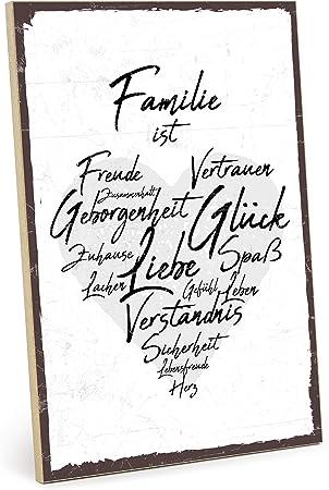 Typestoff Holzschild Mit Spruch Familie Ist Im Vintage Look Mit Zitat Als Geschenk Und Dekoration Zum Thema Zuhause Vertrauen Und Zusammenhalt