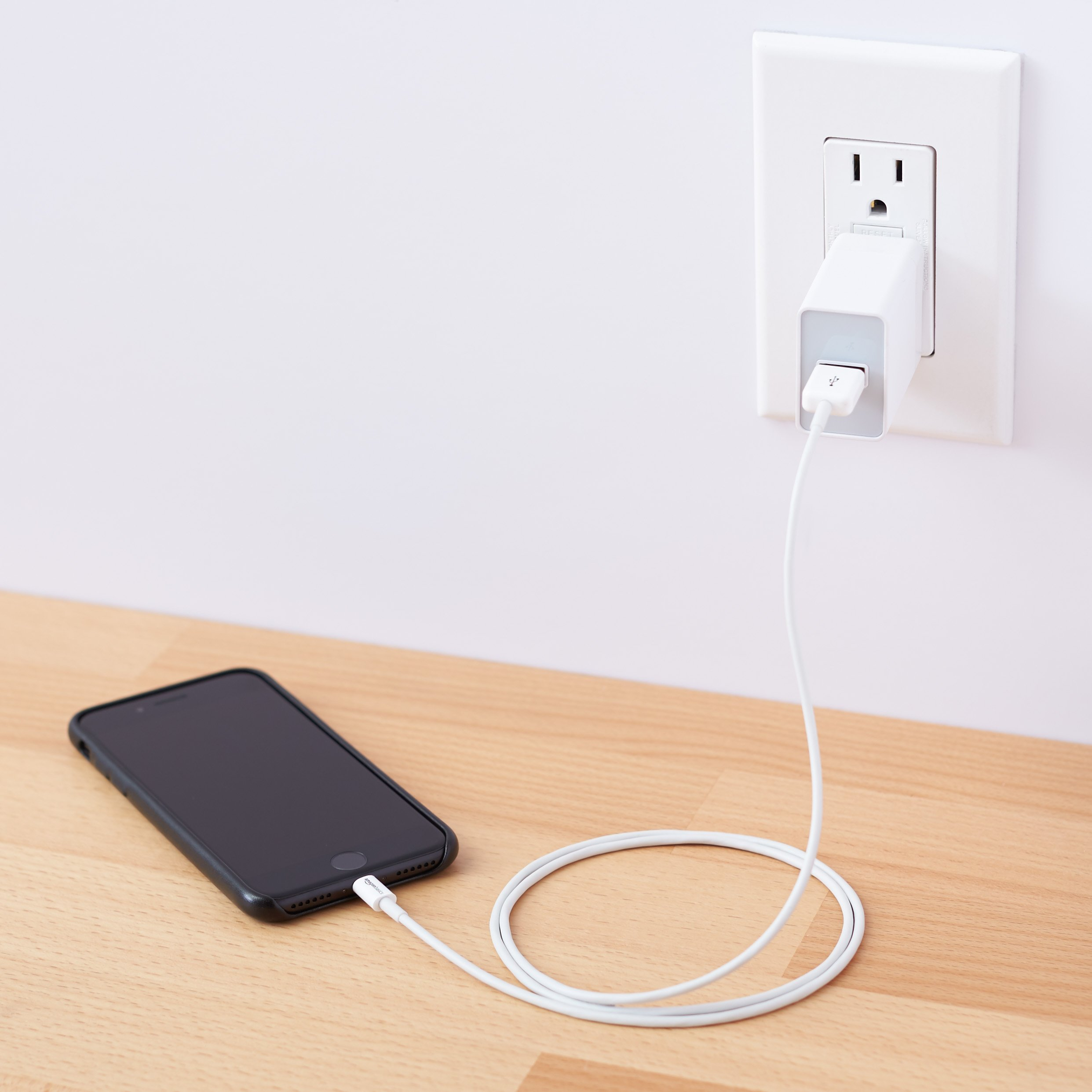 AmazonBasics One-Port USB Wall Charger (12-Watt) Compatible With iPhone and Samsung Phones - White (2-Pack) by AmazonBasics (Image #2)