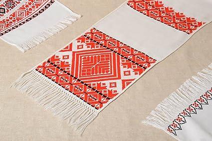 Toalla bordada en punto de cruz artesanal elemento decorativo diseno de interior