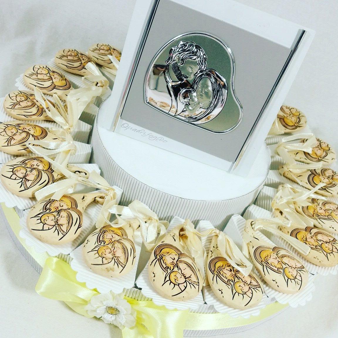 bomboniere battesimo pendente con centrale con immagine sacra famiglia torta bomboniera APR Sindy Bomboniere