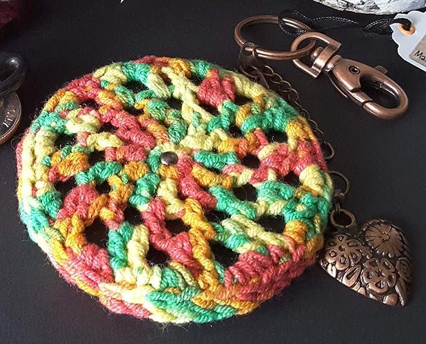 Llavero o colgante para bolso mandala de crochet multicolor con corazón color cobre. Pieza única