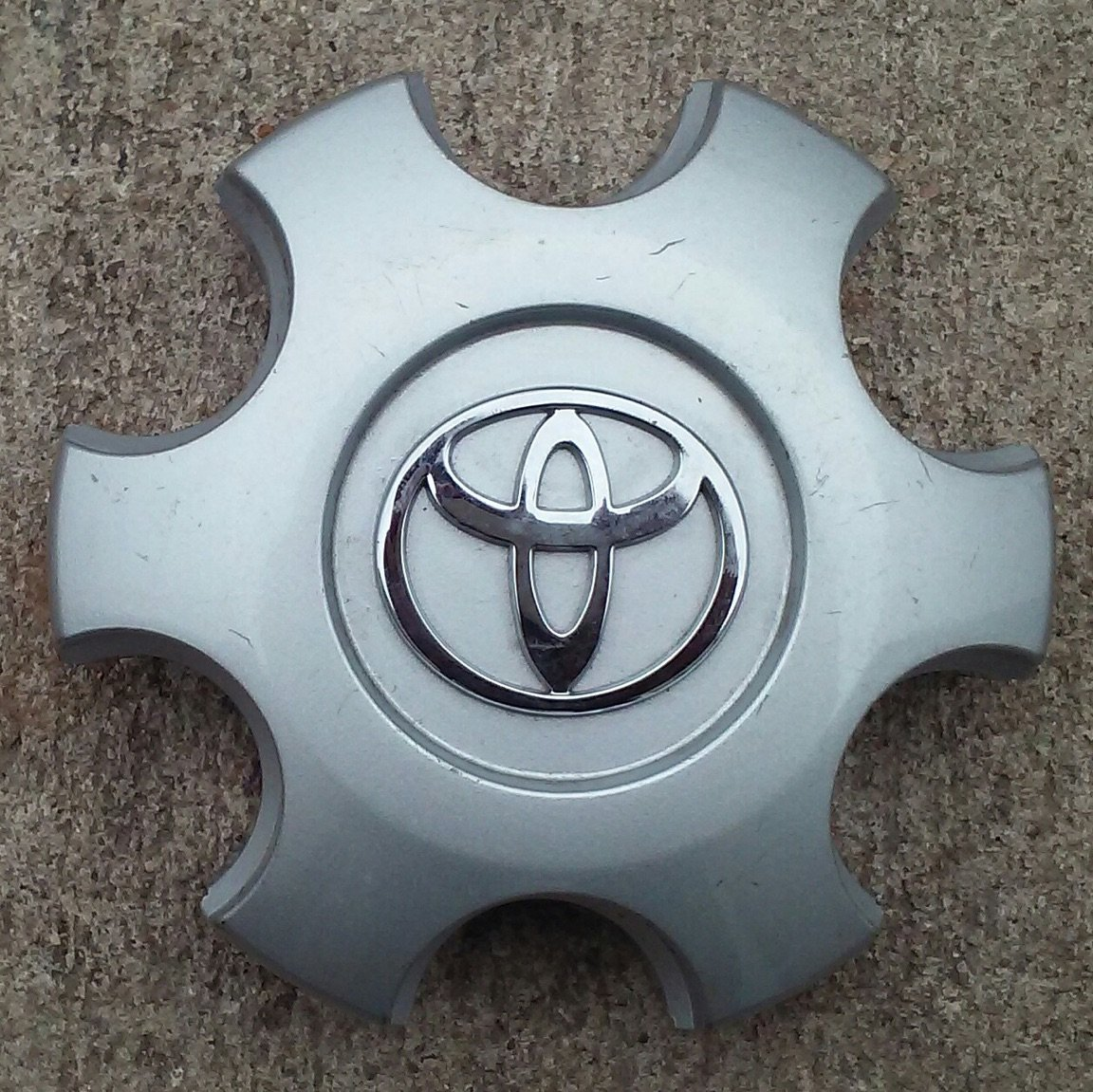 OEM TOYOTA TACOMA WHEEL CENTER CAP HUBCAP 42603-AD060 HOLL# 69461 by Toyota