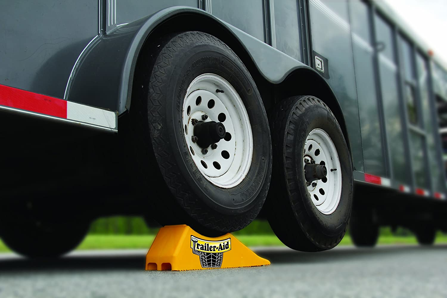 Amazon com trailer aid tandem tire changing ramp the fast and easy way to change a trailer s flat tire holds up to 15 000 pounds 4 5 inch lift yellow