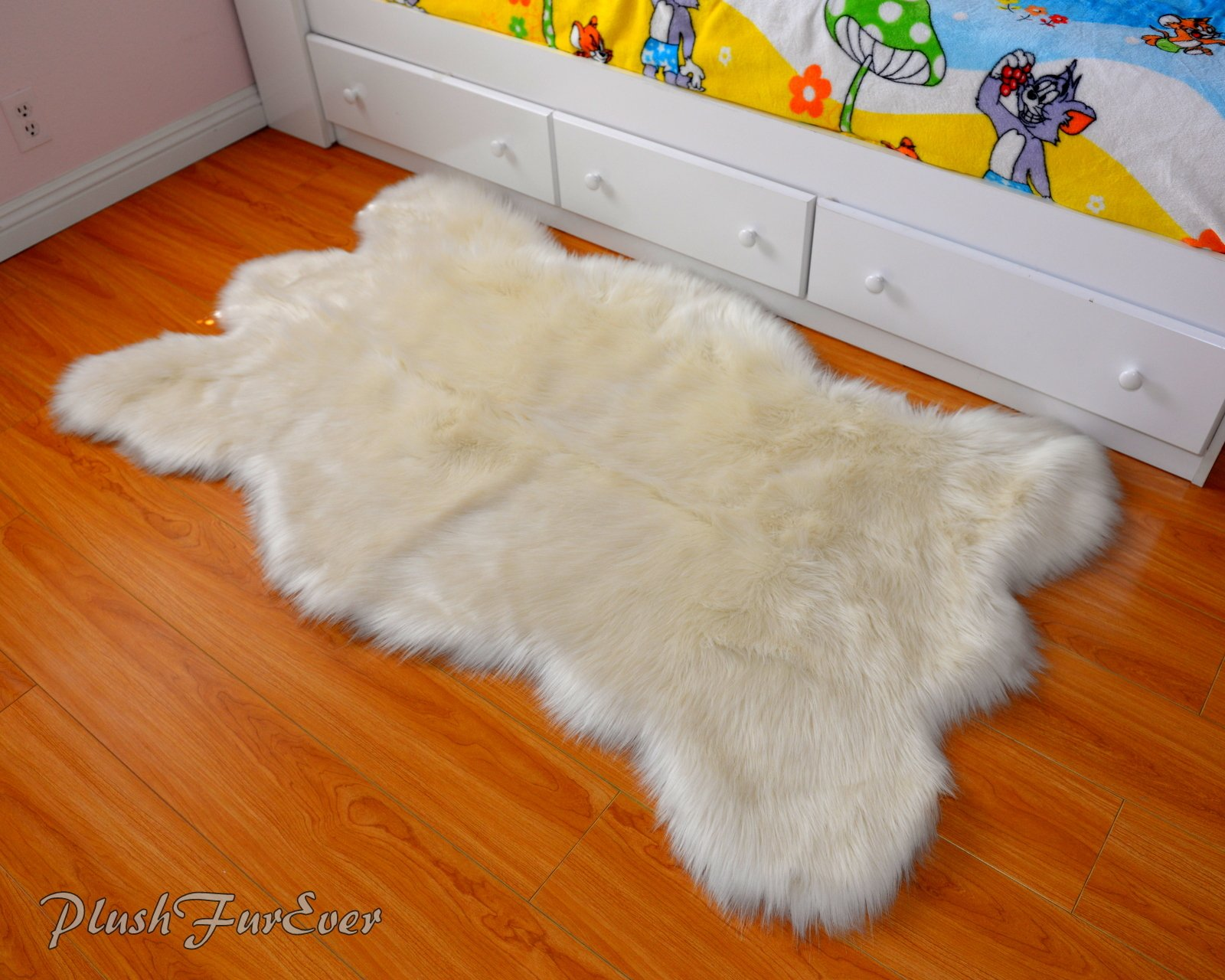 SC Love Collections Faux Fur Decors Off White Bearskin Pelt Shaggy Accent Lodge Cabin Area Rug (5' x 6' feet)
