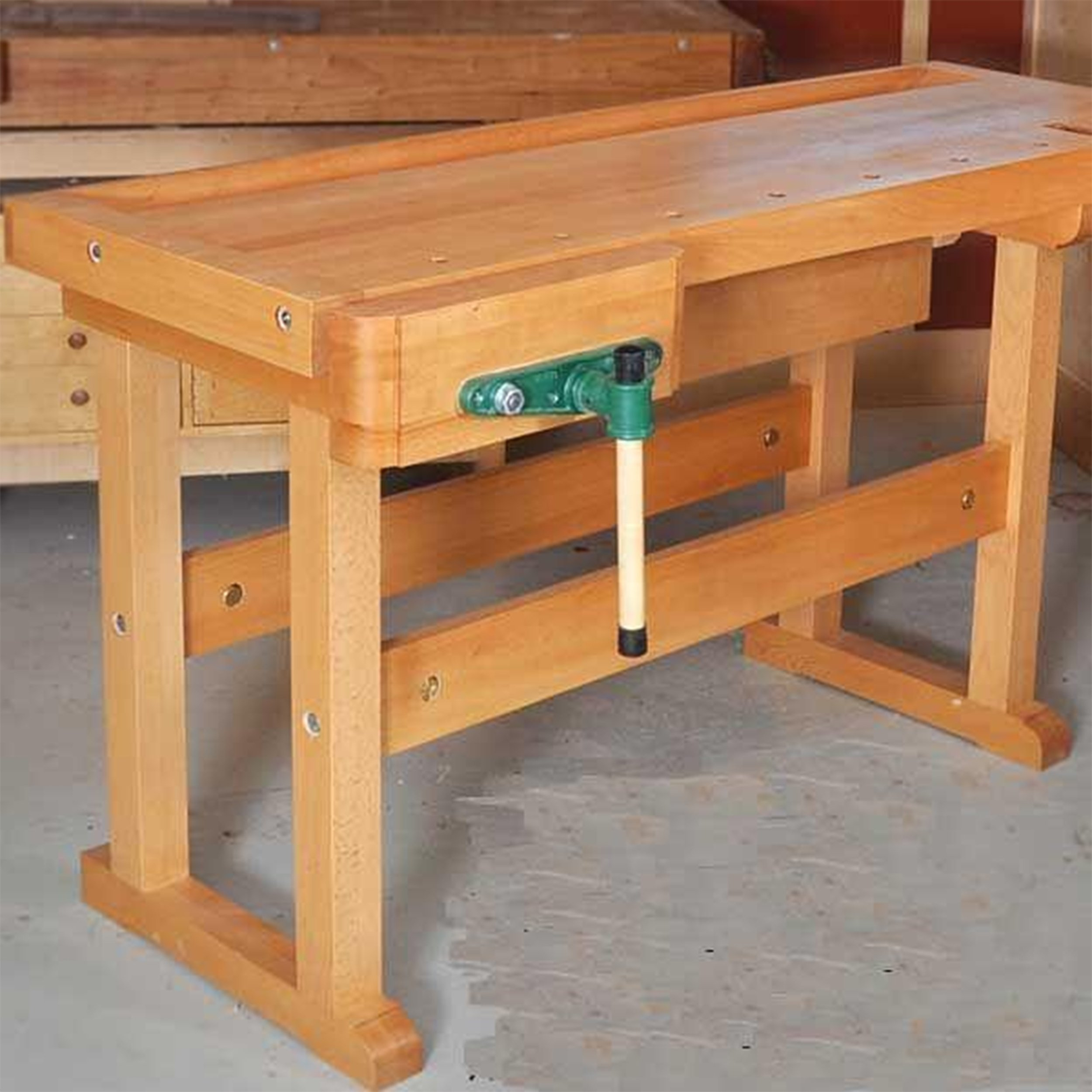 Woodworking Project Paper Plan to Build Classic Workbench by Woodcraft Magazine (Image #1)