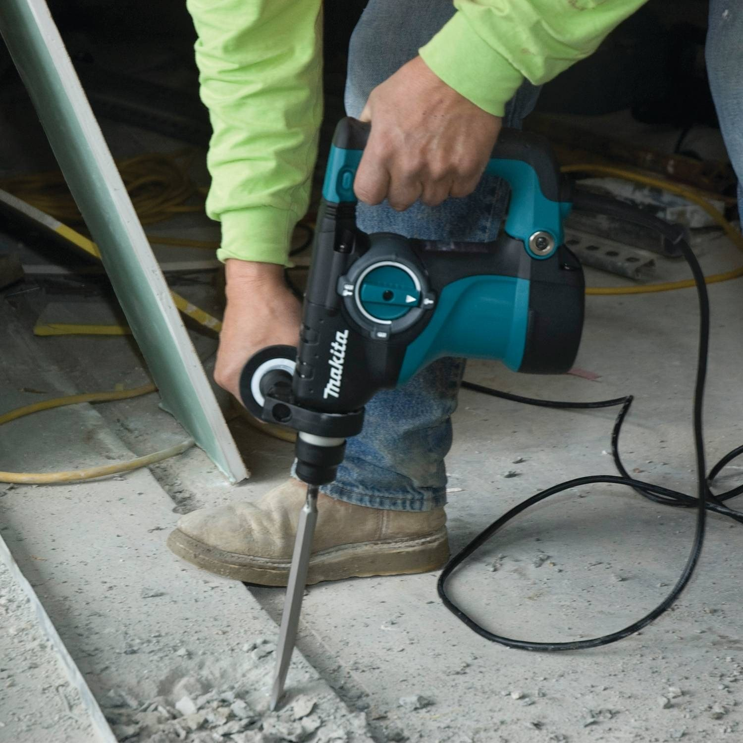 Makita HR2811FX 1-1/8'' Rotary Hammer, accepts SDS-PLUS bits and 4-1/2'' Angle Grinder by Makita (Image #4)