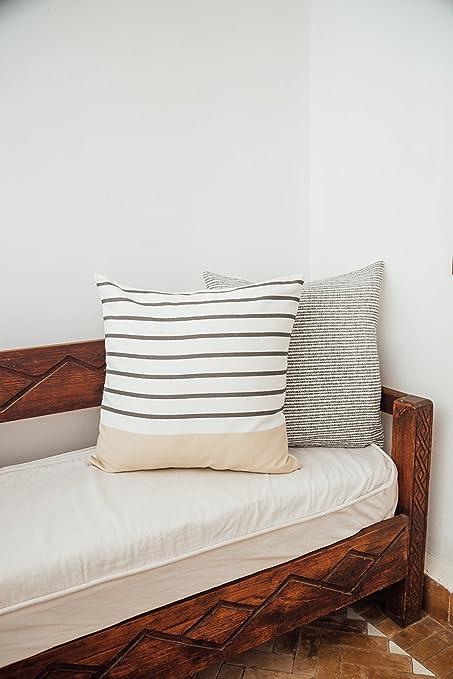 Amazon.com: Woven Nook - Juego de 4 fundas de almohada ...