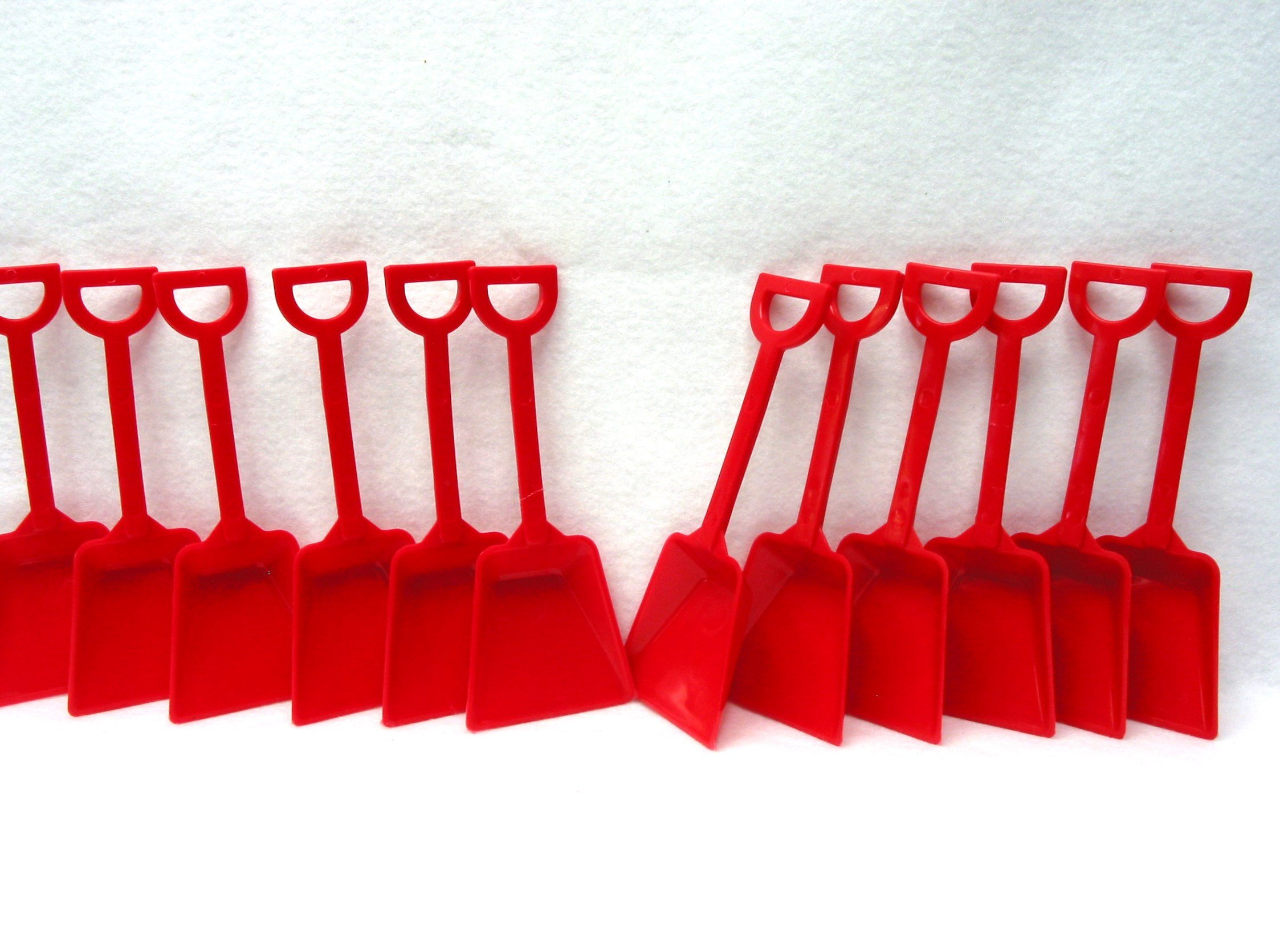 Small Toy Plastic Shovels Wholesale Lot, Pack 500, 7 Inches Tall, Color Red