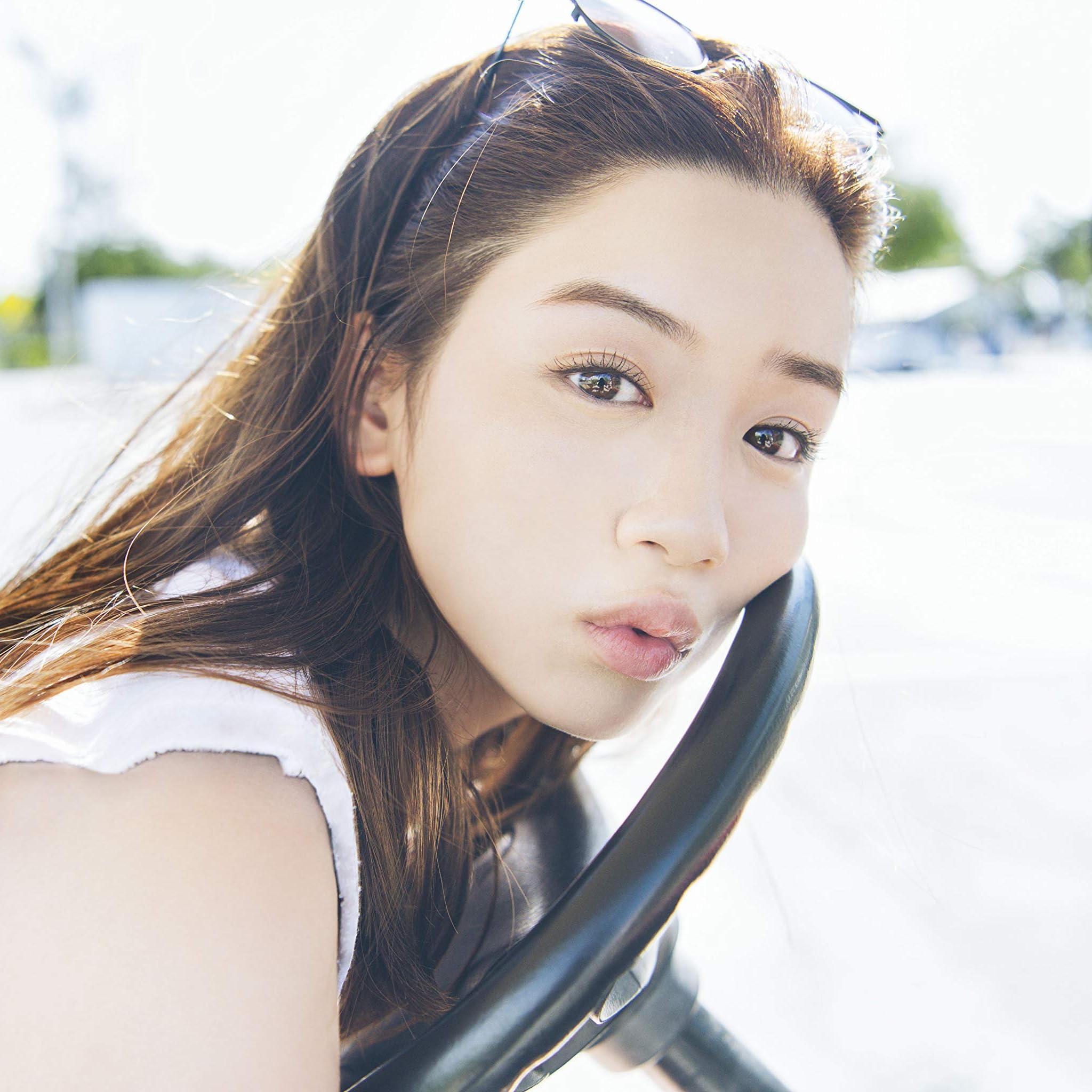 永野芽郁 Ipad壁紙 ハンドルにもたれる 女性タレント スマホ用画像96755