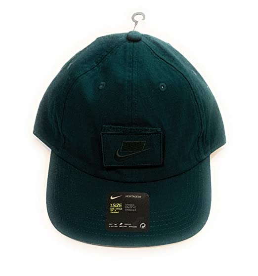 5532ce1949667 Amazon.com   Nike Hat Cap Green OSFA AO9325 327   Sports   Outdoors