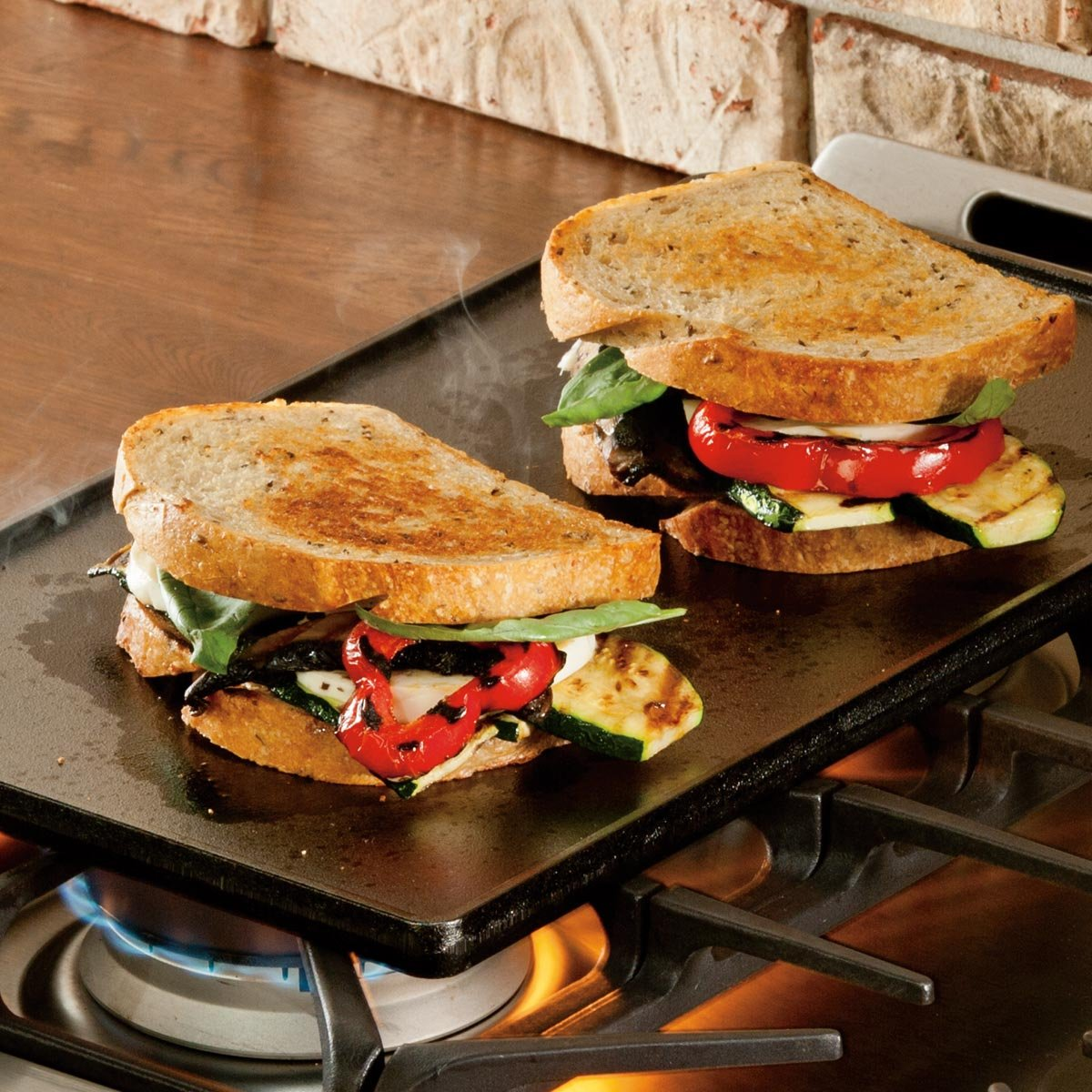 Lodge Reversible Grill and Griddle Combo. Double-Sided Cast Iron Pan with Smooth Side and Ribbed Side. by Lodge (Image #3)
