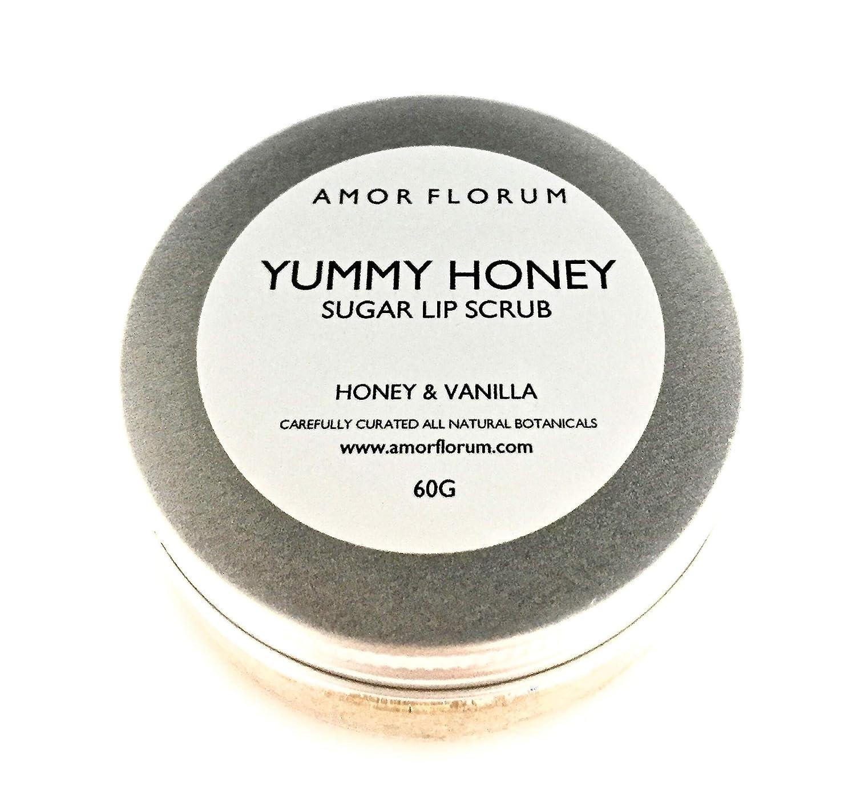 ESFOLIANTE PER LABBRA ALLO ZUCCHERO con MIELE E VANIGLIA, OLIO DI JOJOBA E VITAMINA E - 60g - di AMOR FLORUM. Ammorbidisci le labbra questo delizioso e naturale esfoliante allo zucchero con miele e vaniglia. Esfolia e lucida le labbra, mentre la vitamina E