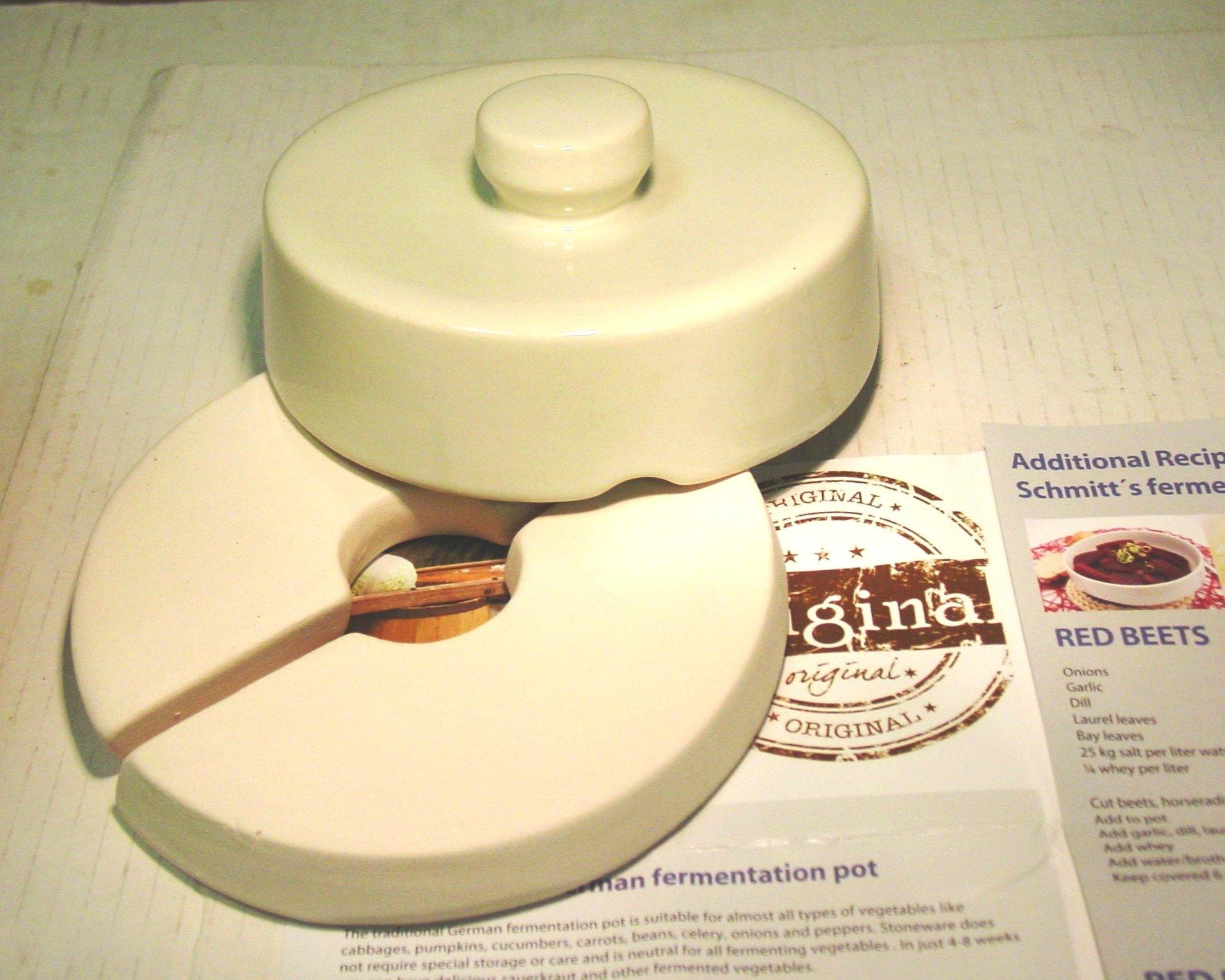 Schmitt Gartoph 3 Liter Cream Colored Fermentation Crock - 3 Piece Kit