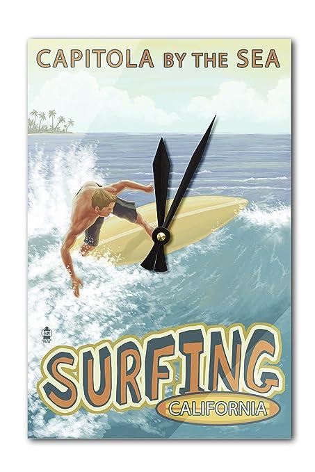 Capitola, California – Capitola por el mar Surfer reloj de pared escena (acrílico)