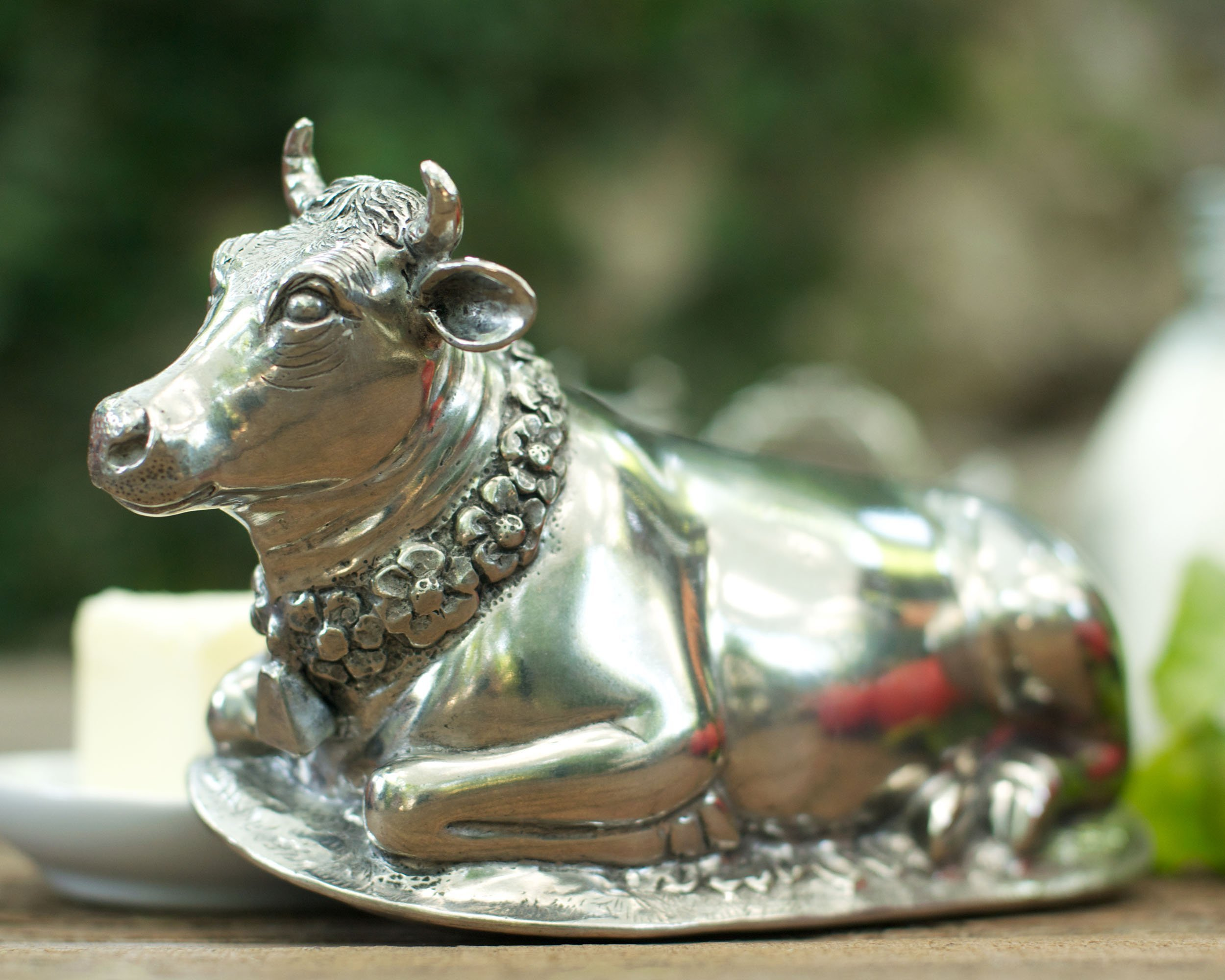Vagabond House Pewter Metal Mabel the Cow Butter Dish lid with Stoneware Tray Base 8.5'' Long