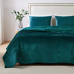 Barefoot Bungalow Riviera Velvet Quilt and Pillow Sham Set, 2-Piece Twin/XL, Teal