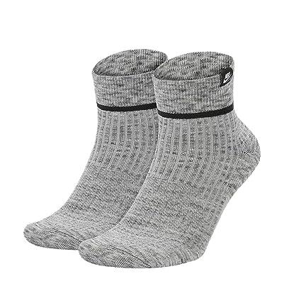 c51abcfd6af4b Amazon.com : Nike Men's 2-Pack SNKR Sox Essential Ankle Socks (Gray ...