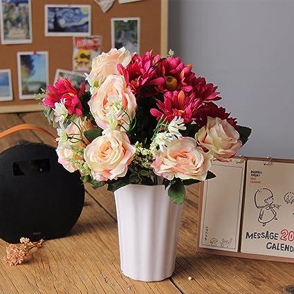 En el dormitorio, salón con flores de plástico emulación arnés paisley decoraciones en maceta pequeña