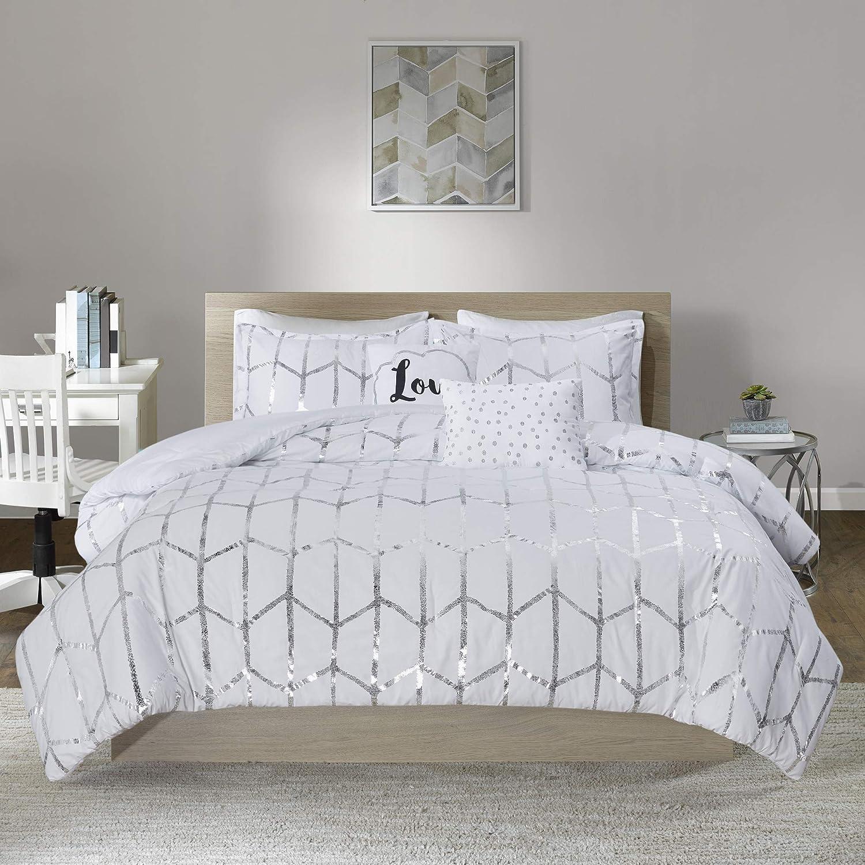 Intelligent Design Modern Trendy Casual All Season Bedding Raina Comforter Set Microfiber Metallic Print Geometric Design Embroidered Toss Pillow, Full/Queen, White/Silver 5 Piece