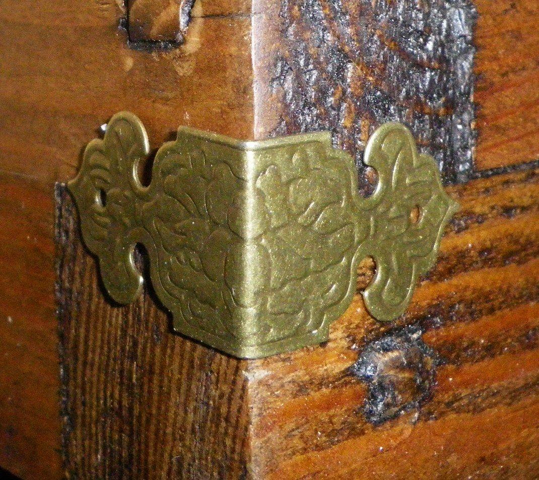 Lot de 4 Vintage Antique Boî te en mé tal couleur bronze Coins bretelles sangles Angle plaque C028 Celtic Woods