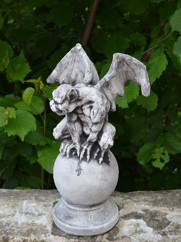 frostfest gartendekoparadies.de Sondermodell Gargoyle auf Kugel Torw/ächter aus Steinguss