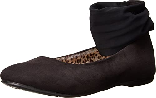Fits Medium and Wide Feet