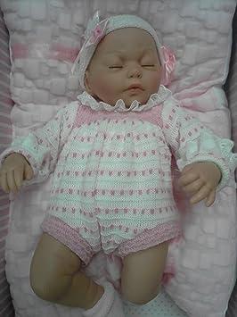 Amazon.es: GUCA - Muñeca Cris dormida Traje y cojín Rosa 38 cm balbucea o RIE si aprietas la Barriga: Juguetes y juegos