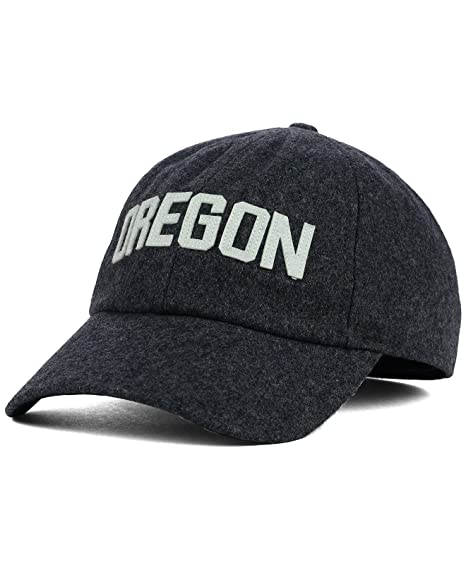 Amazon.com   Nike Oregon Ducks H86 Prep Gray Easy Fit Fitted Hat Cap ... 4b5972234b1