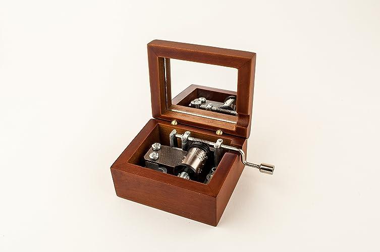 Caja de música de madera grabada Juego de tronos. Un regalo único para los fans de la serie. Mecanismo musical a manivela con la música de cabecera.