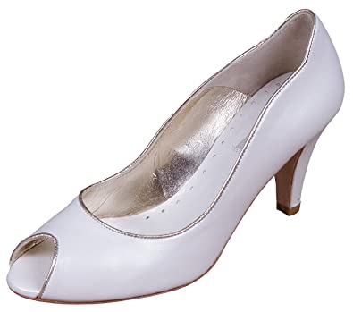 e83d44bb76f8 Lindsey May Maria Ivory And Gold Wedding Shoes Size 8  Amazon.co.uk ...