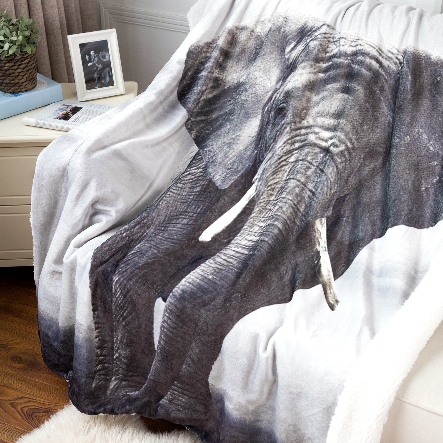 Bedsure Elephant Sherpa Throw Blanket Animal Bedding Blanket 50x60 Reversible Throw Fuzzy Microfiber Blanket