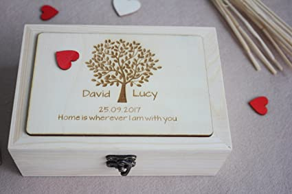 Caja de madera clásica de boda con grabado de árbol, libro