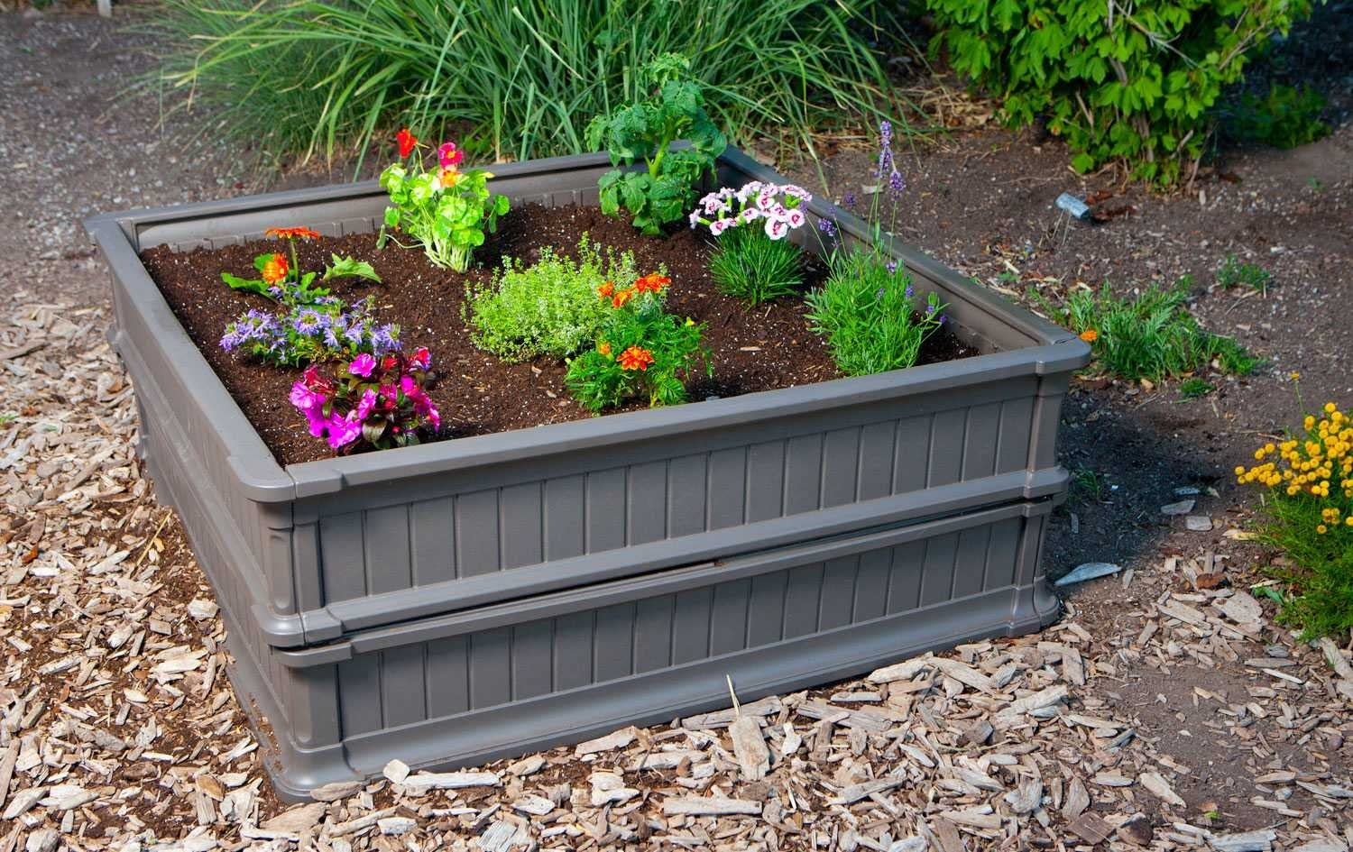 how to plot a raised garden bed with this pack of 3 garden bed kt