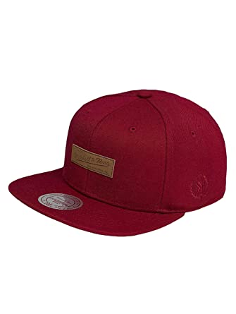 bd0abbeaf8307 Mitchell   Ness Men Caps Snapback Cap Uptown red Adjustable  Amazon ...