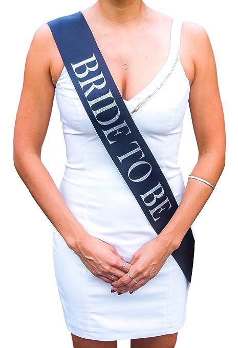 """0c1ff3237421 """"Bride To Be"""" Future Mariée - Accessoire déguisement de future mariée -  Echarpe bleu"""